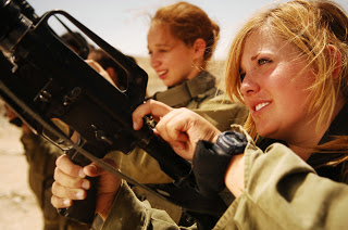 Flickr_-_Israel_Defense_Forces_-_Female_Soldiers_Unload_their_Weapons.jpg